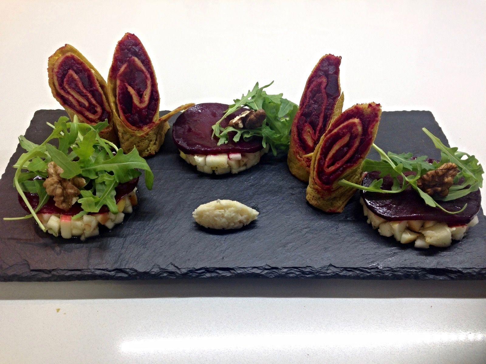Kurkuma Rote Beete Palatschinken mit Apfel-Meerettichsalat und Carpaccio — DiSaWi Stories