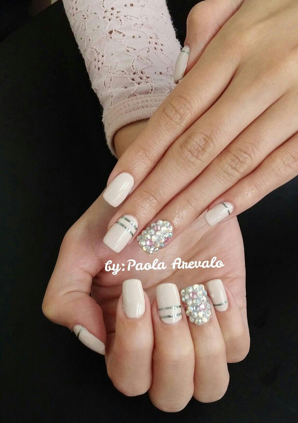U as gelish beige con piedras nails by paola arevalo for Decoracion de canteros con piedras