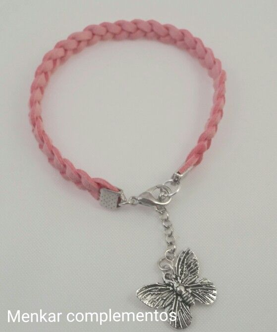 20d9f4e33e95 Pulsera de antelina en rosa con charm. Pulseras Elásticas