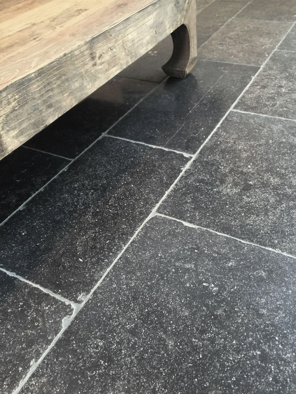 Fonkelnieuw In deze mooi verouderde natuursteen vloer zijn nog miljoenen jaren HC-92