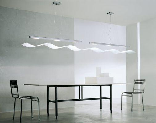 Líneas rectas con diseño muy sencillo. Una mesa industrial que nos gusta mucho.