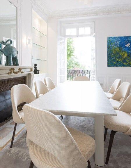 Chaises Conférence Du0027Eero Saarinen Pour Knoll. Table LC6 De Le Corbusier  Pour Cassina