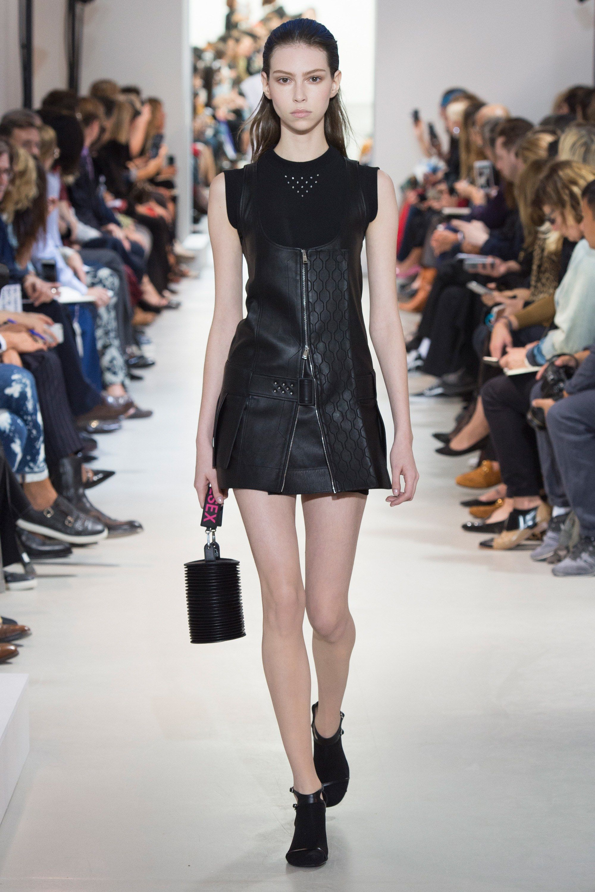 See the complete Paco Rabanne Spring 2017 Ready-to-Wear collection.