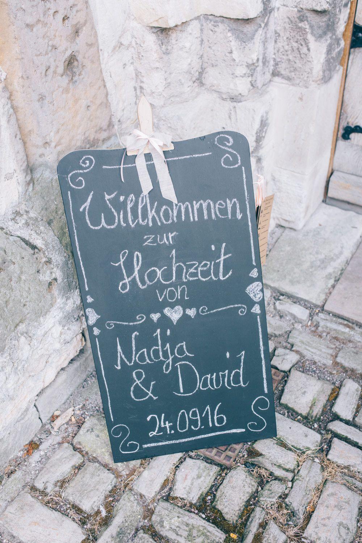 Eine Tafel Als Schild Zur Begrüßung Der Gäste Bei Der