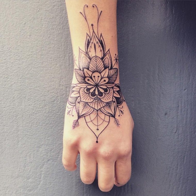 Mandala Tattoo Mano