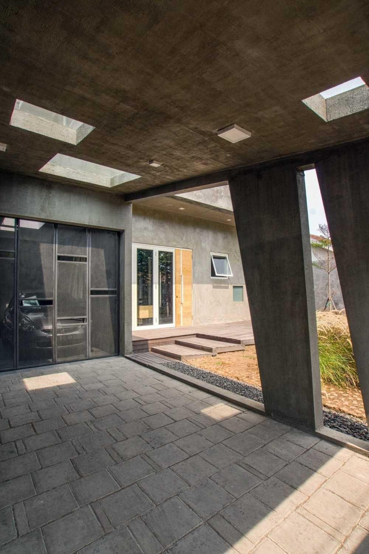 Project Rumah Miring desain arsitek oleh Andyrahman