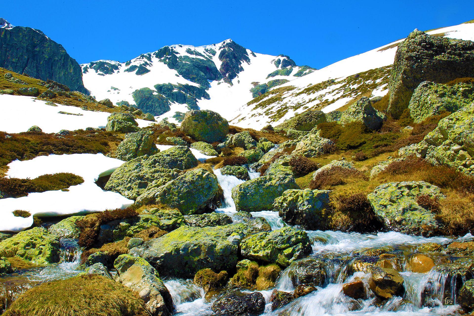Donde comienza a caer el agua de este rio, el rio Carrion está la laguna de fuentes carrionas que se encuentra en el parque natural fuentes carrionas y fuentes cobre, montaña palentina.