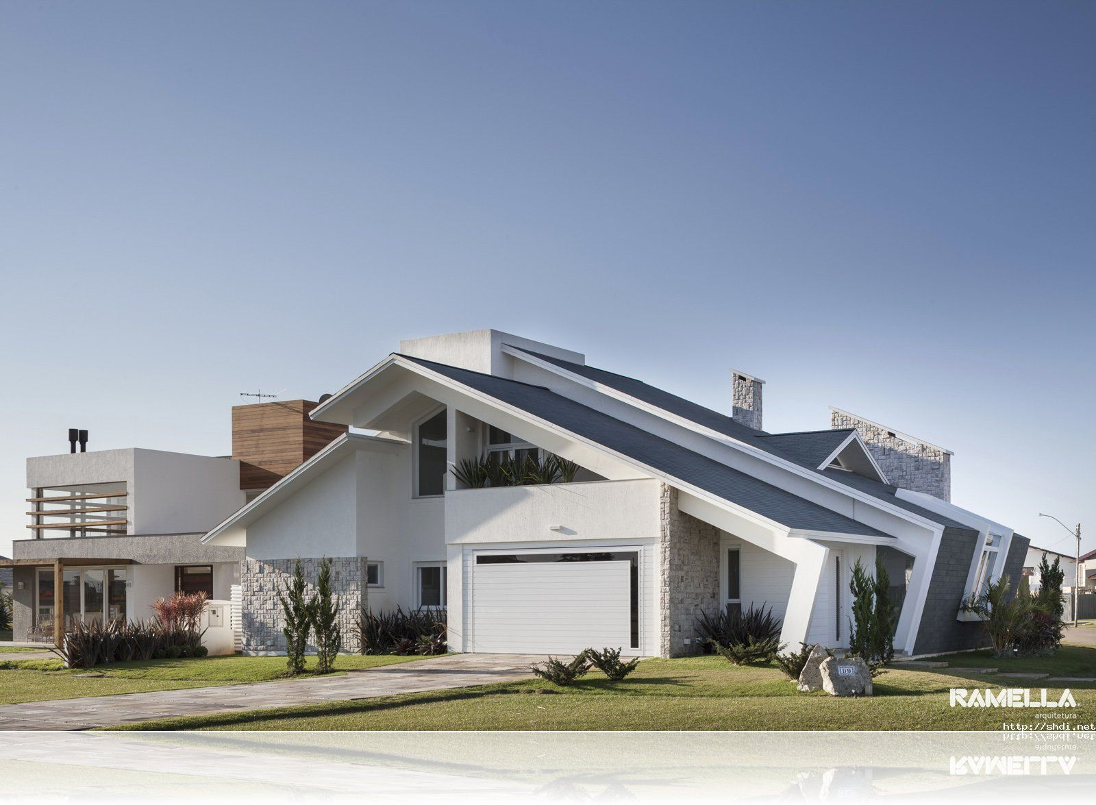 Unique Roof Designs Simple Home Design Ideas Inspirations Image Gallery Shingle House House Exterior House Design