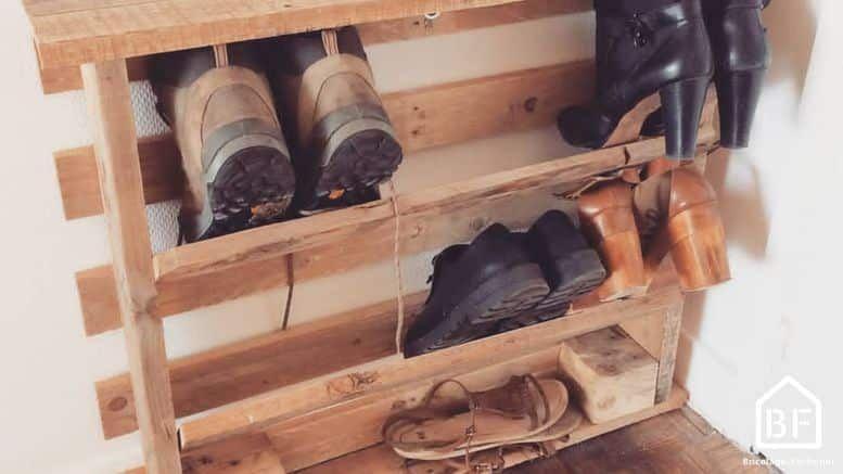 Fabriquer Un Meuble A Chaussures En Palette En 2020 Meuble Chaussure Meuble Chaussures Palette Fabrication Meuble