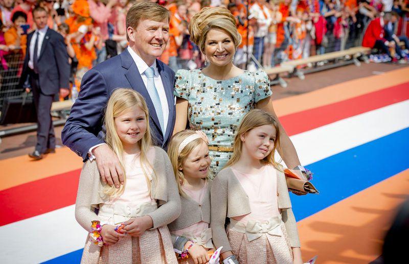 Het was tegelijkertijd ook de eerste keer dat de prinsesjes onderdeel uitmaakten van de festiviteiten. © anp