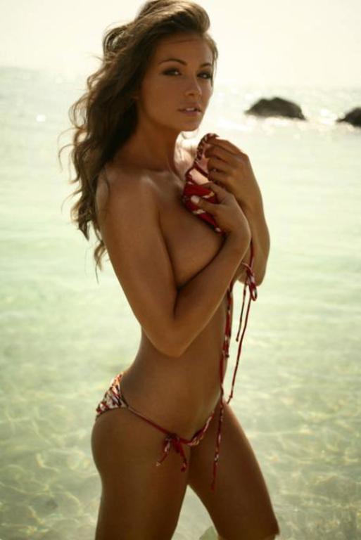 topless-bikini-latina