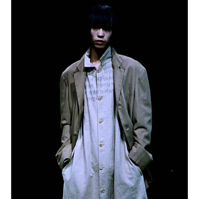 예전에 옷만 누끼 따져있는 사진 보고 합성인 줄 알았는데 컬렉션에 올라왔던 옷이였네deforme_le_noir