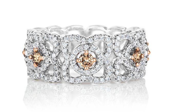 デビアスの アンシャンテ ロータス から ブラウンダイヤが煌めく新作リングが登場 デビアス ピンクダイヤモンド ダイヤモンド
