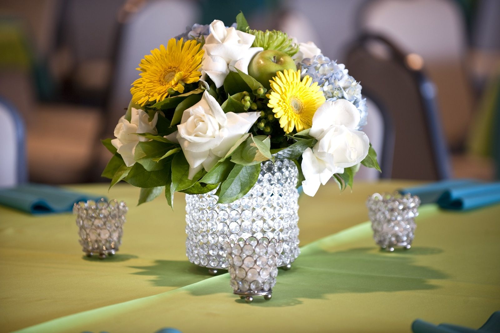 Fun centerpiece ideas for your professional event. Flowers always look nice no matter the occasion.