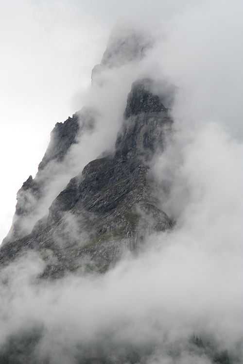 Mountains and clouds feel a little like flying (34 photos)