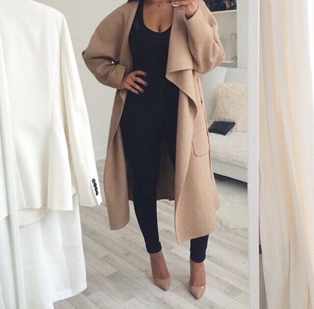 Nude coat & nude heels on an all black outfit