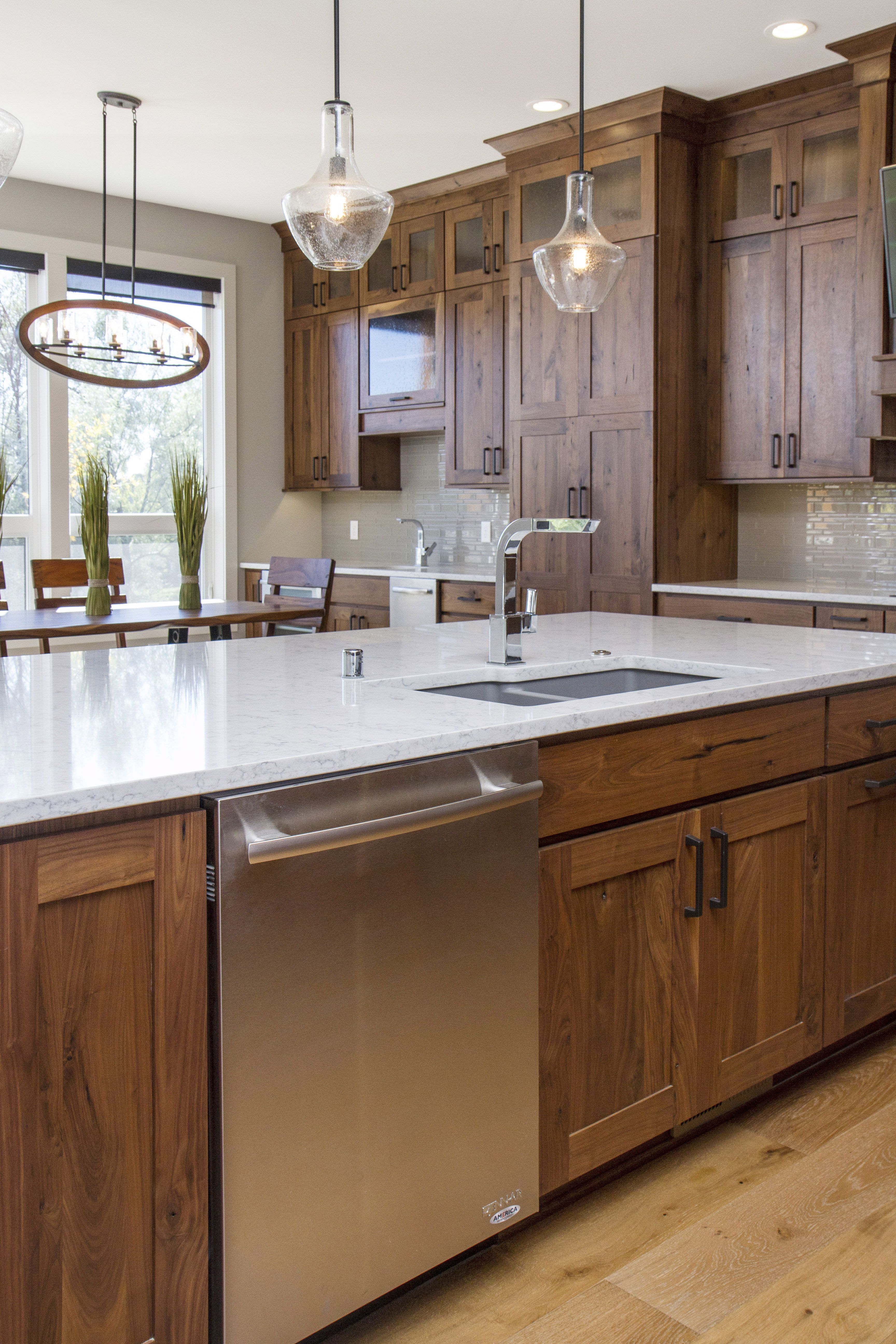 Bigcreek Knotty Walnut Natural Lake House Kitchen Home Kitchens Kitchen Cabinet Manufacturers