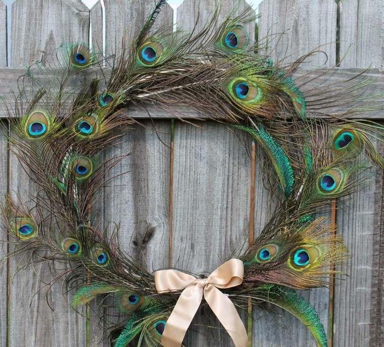 Plumes Déco 50 Idées Pour Des Occasions Différentes Feather Wreath Peacock Crafts Feather Crafts