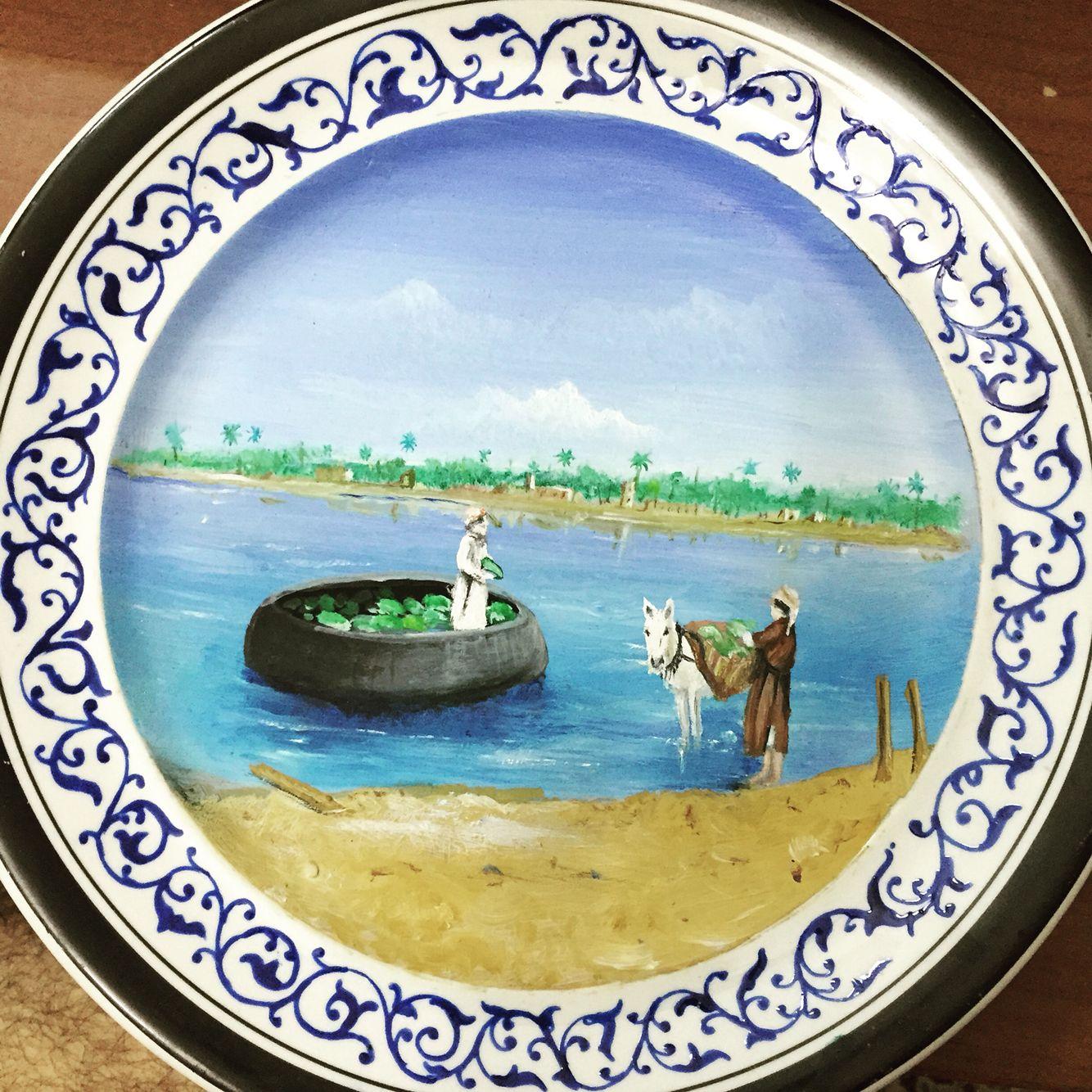 مشهد بغدادي رسم على البورسيلان مع زخرفة نباتية احيطت بالمشهد Drawings Tableware Handmade