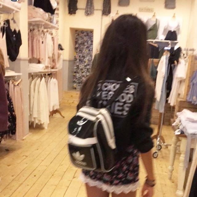 Un Esemplare di Elisa innamorata di questo negozio haha💕 @saimon_mh aspirante fotografo📸 #brandymelville