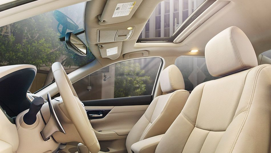 Nissan Altima 174 3 5 Sl Shown In Beige Leather With Optional