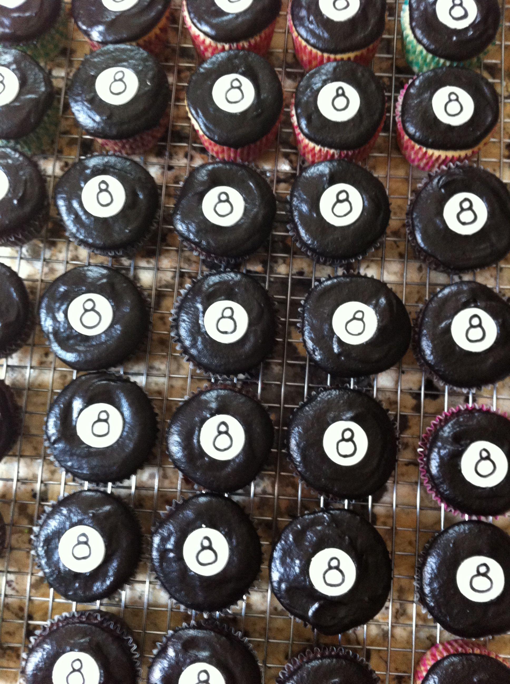 8 cupcakes