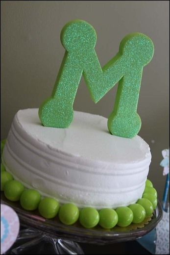 Love the gumballs around the cake ... so easy and can coordinate to any color theme!