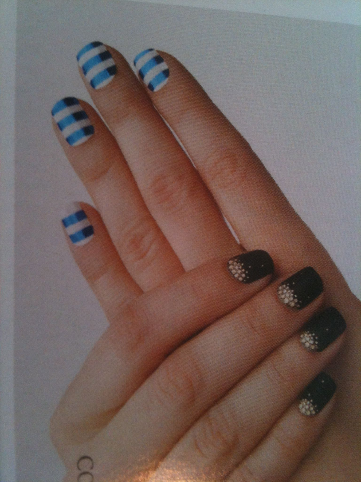 Love the sailor nails ;)