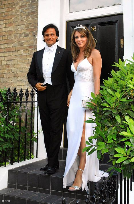 Elizabeth Hurley And Arun Nayar 2007 An Eight Day Celebration Spanning Across Europe And Asia And Co Celebrity Weddings Famous Wedding Dresses Celebrity Bride