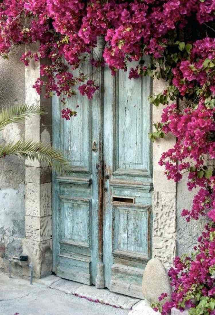 Porte d 39 entr e sur mesure 100 id es insolites et dignes d 39 un conte de f e blanc beige creme - Porte entree bois sur mesure ...