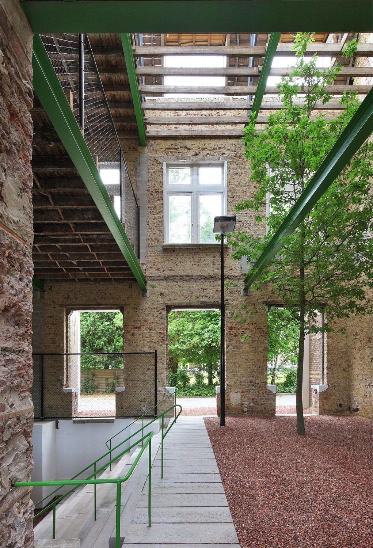 ein gartenhaus im haus freiraum architektur bei gent von de vylder vinck taillieu. Black Bedroom Furniture Sets. Home Design Ideas
