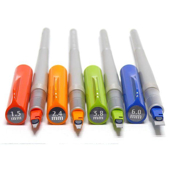 Recentemente ganhei de presente da minha filha um kit igual a este - Pilot Parallel Pens - Affordable and versatile calligraphy pens