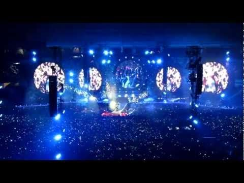 The Best Concert Opening I Ve Seen In My Life No Lie Coldplay Hurts Like Heaven In My Place