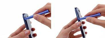 5. Lirk langs højre side, og fortsæt med at lirke ned på højre side af bagcoveret.