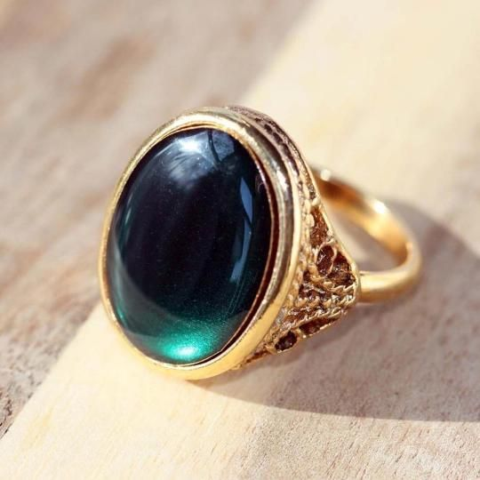 Look like a siren of the sea in this charming ring.