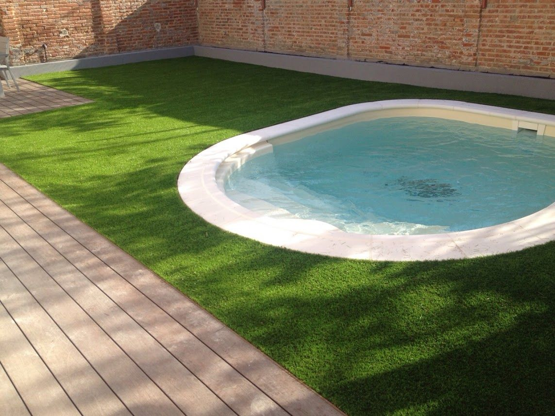 Cesped artificial para terrazas piscinas jardines for Piscina mataro