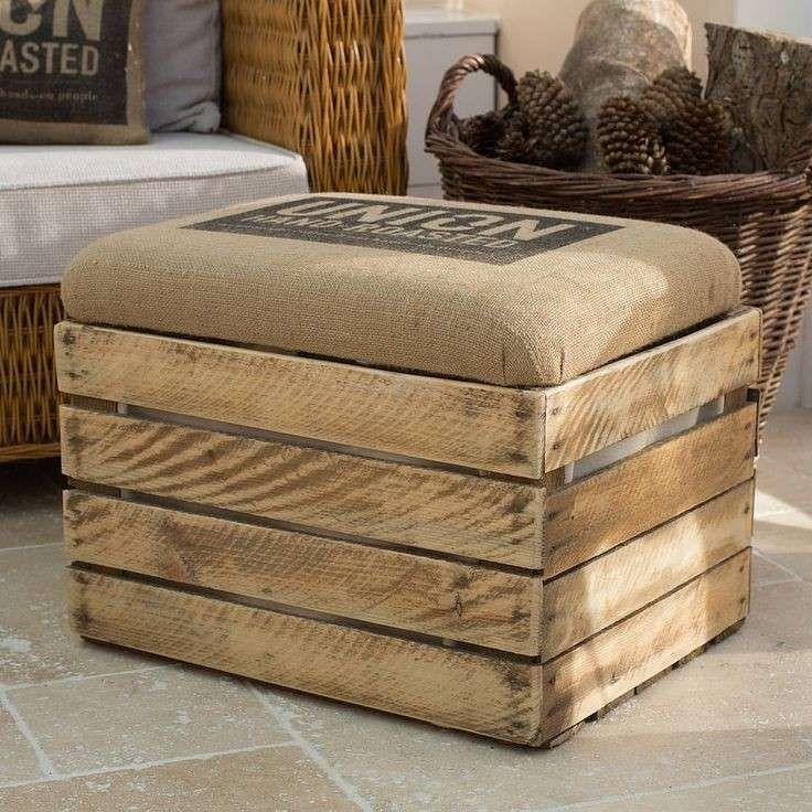 Pouf fai da te pouf rustico con cassetta di legno for Piccoli piani di casa con torrette