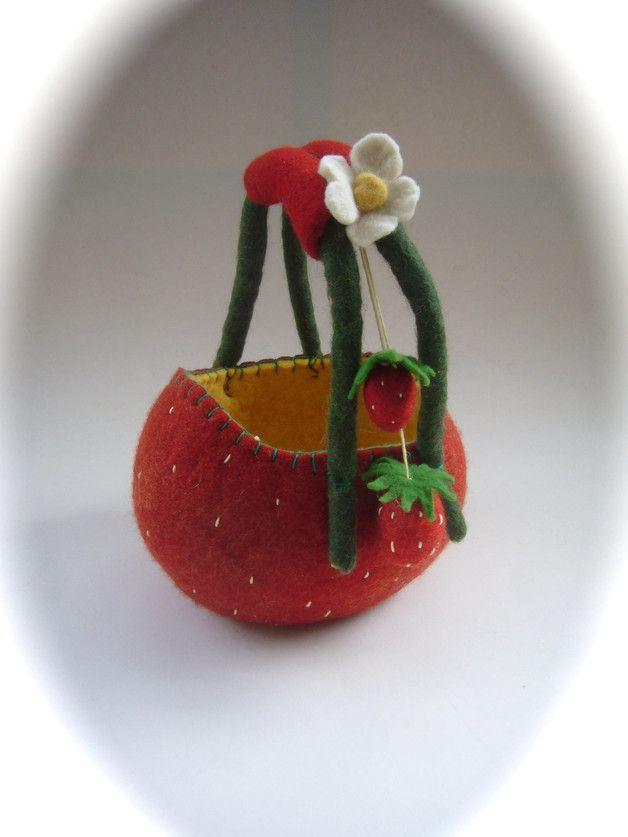 Handtaschen - Filz Korb Erdbeer.Utensilo. - ein Designerstück von Filz-Art bei DaWanda