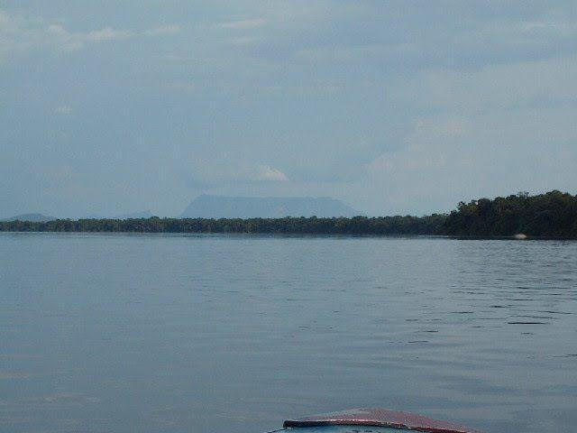 """Yapacana. Río Orinoco, 3° 55' 30.81"""" N  66° 59' 20.89"""" W Amazona."""