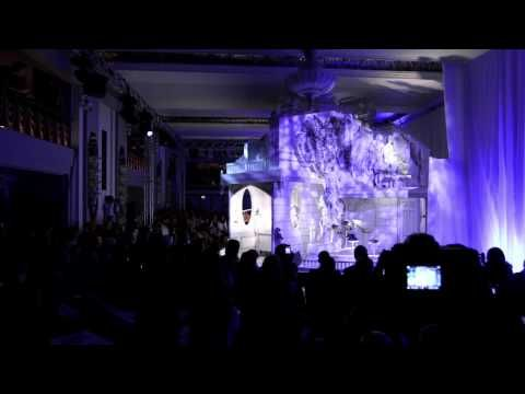 ANYA HINDMARCH SPRING/SUMMER 2013 LFW SHOW. the most creative presentation ever!