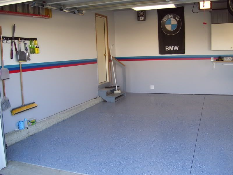 Custom painted garage colors bmw project garage for Garage pour bmw
