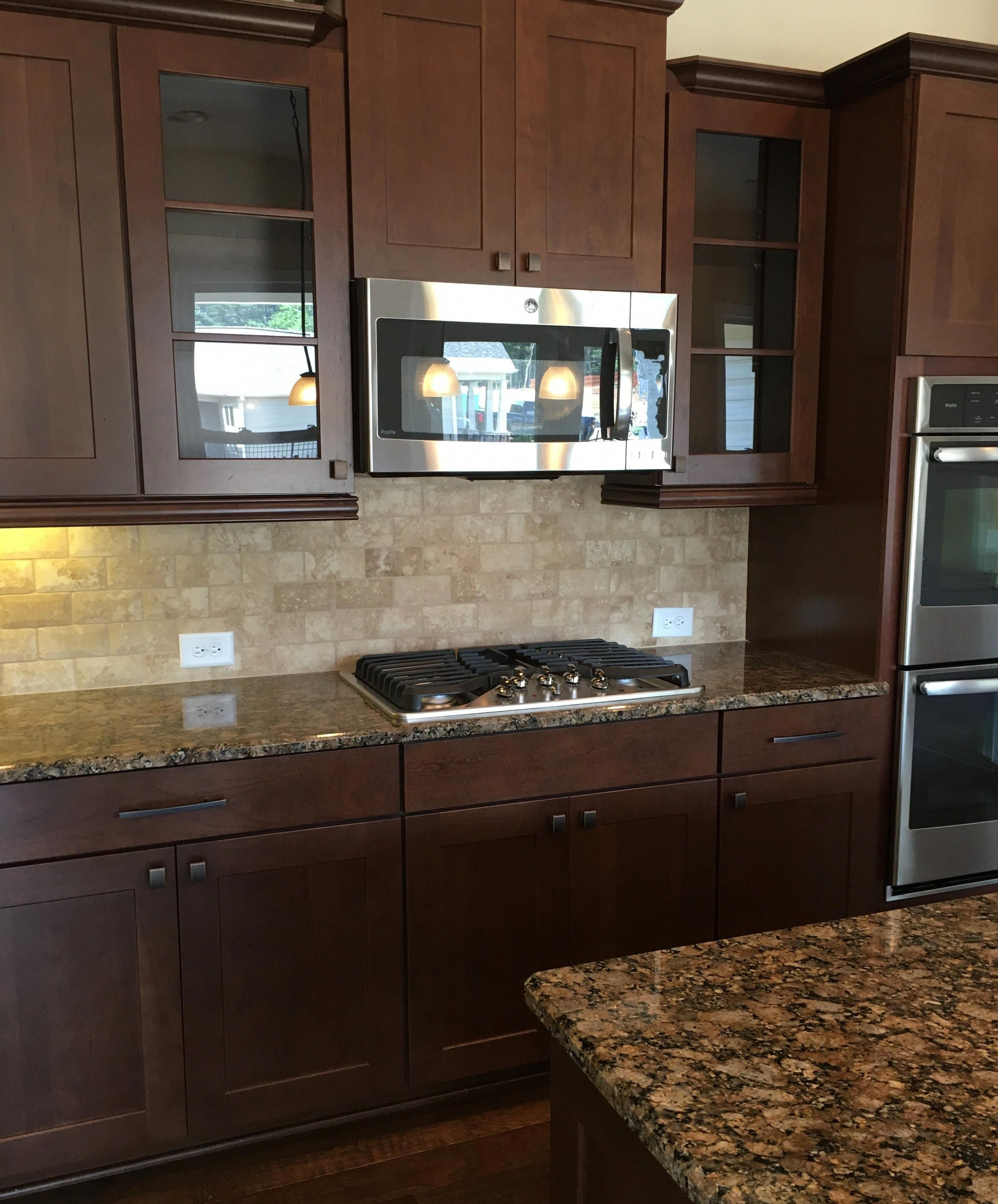 Gourmet Kitchen With Easy To Clean Cooktop Beautiful Mexican Traverti Kitchen Cabinets And Backsplash Cherry Cabinets Kitchen Backsplash Kitchen Dark Cabinets