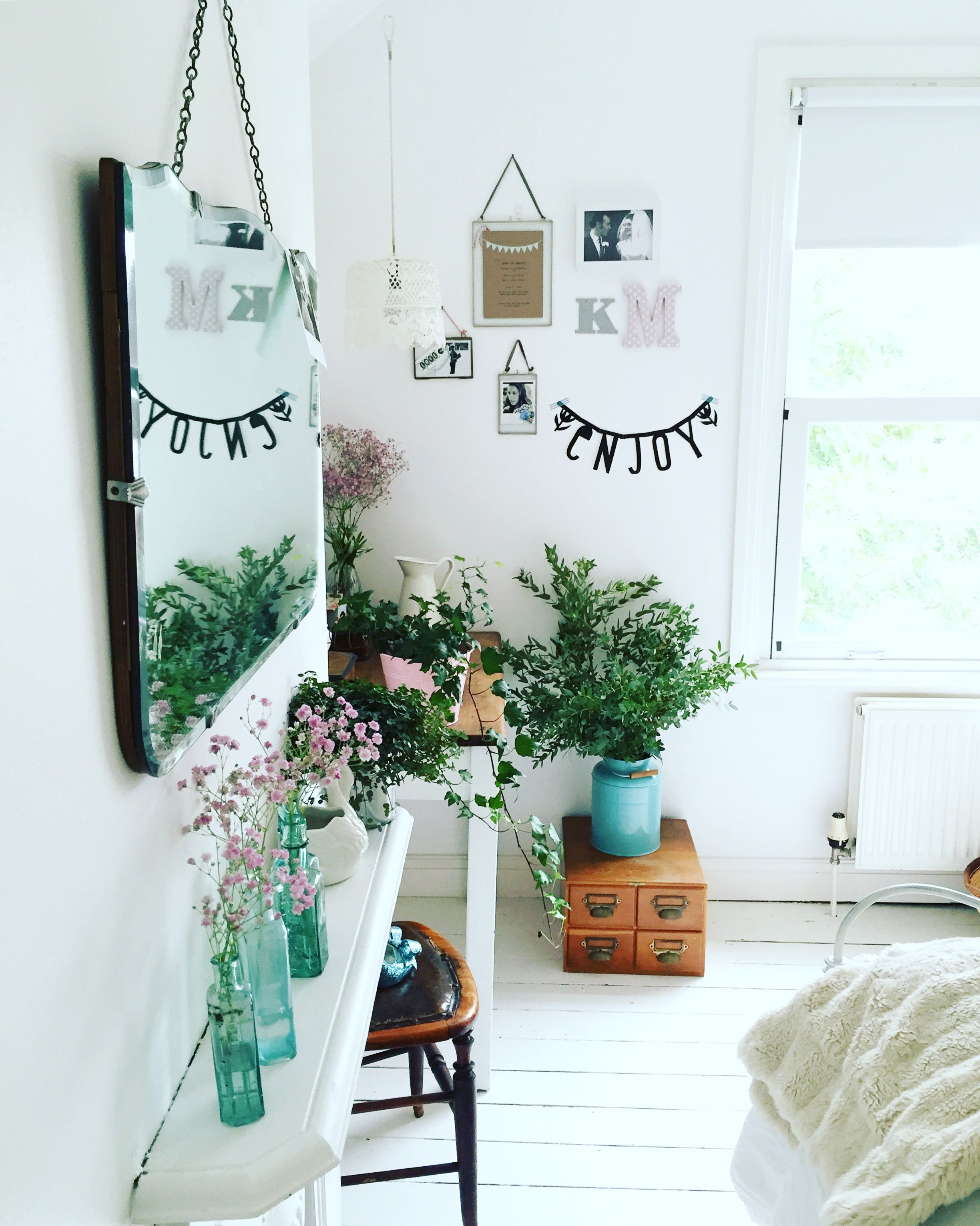 White bedroom with plants tumblr - Fun Bright Bedroom With Plants