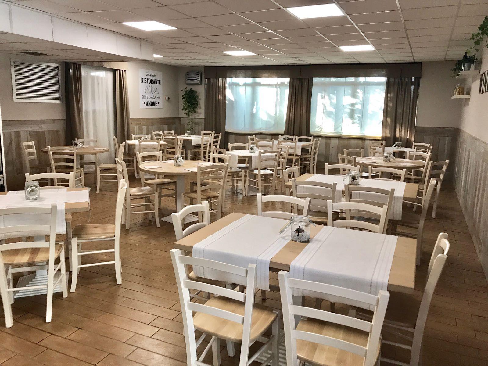 Sedie Osteria ~ Sedie e tavoli pub ristoranti pizzerie maieron snc