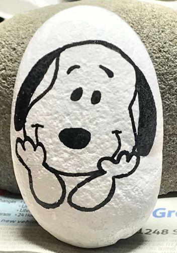 """Photo of Steine bemalen """"Snoopy""""  Steine bemalen Snoopy #felsenundsteine Steine bemalen S…"""