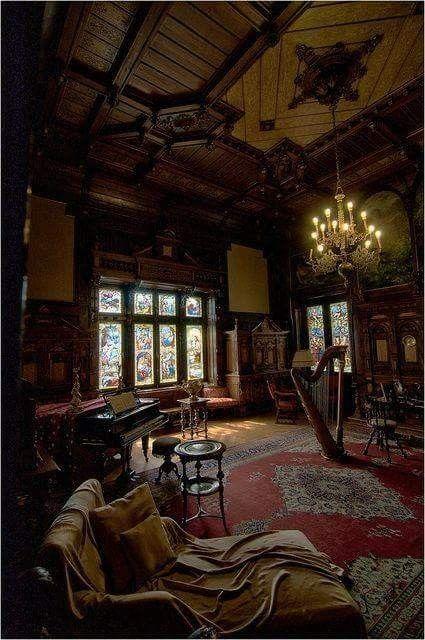 Pin de lilia rodr guez en recamaras y salas interiores for Decoracion de casas victorianas