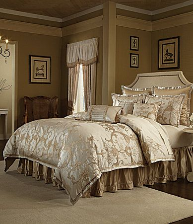 This Luxurious Gran Trellis Bedding Set By Veratex Displays A Modern And  Sophisticated Look. It Includes The Comforter, Shams And Bed Skirt.