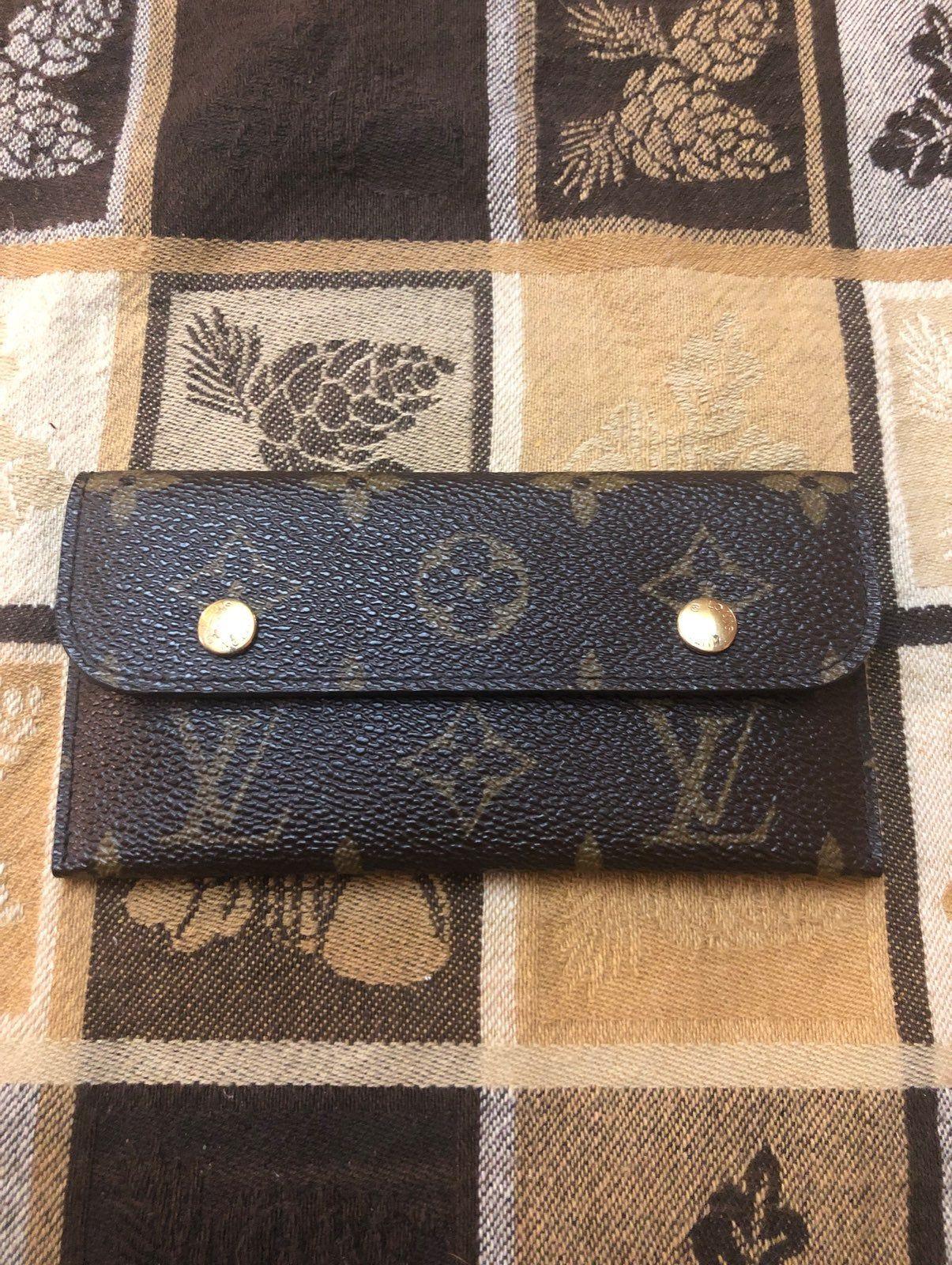 Authentic Louis Vuitton cardcase wallet missing keychain