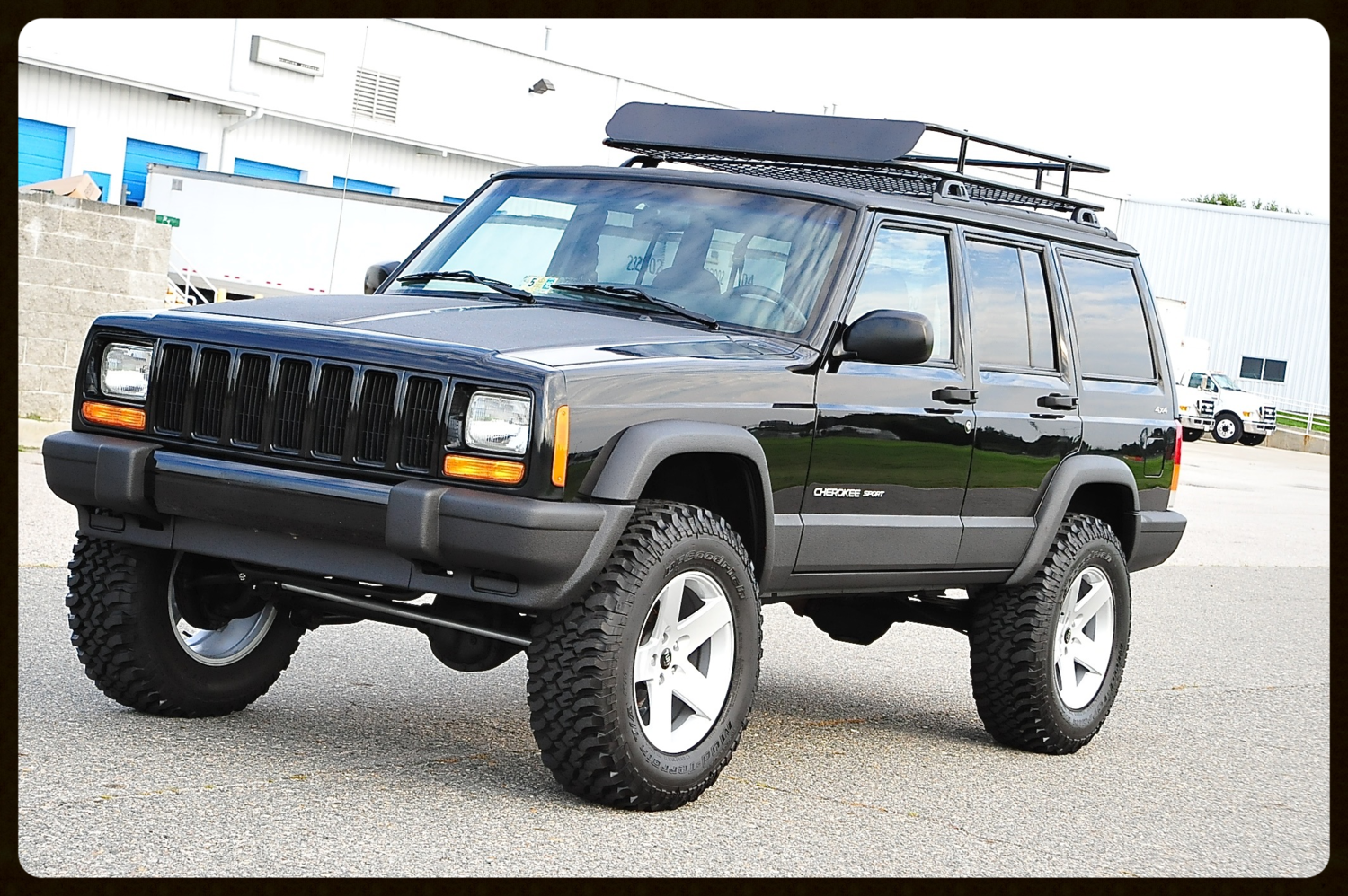Gorgeous Stage 2 With Brand New Black Paint And Black Kevlar Package Click For View Photos Jeep Cherokee 2001 Jeep Cherokee Jeep Cherokee 4x4
