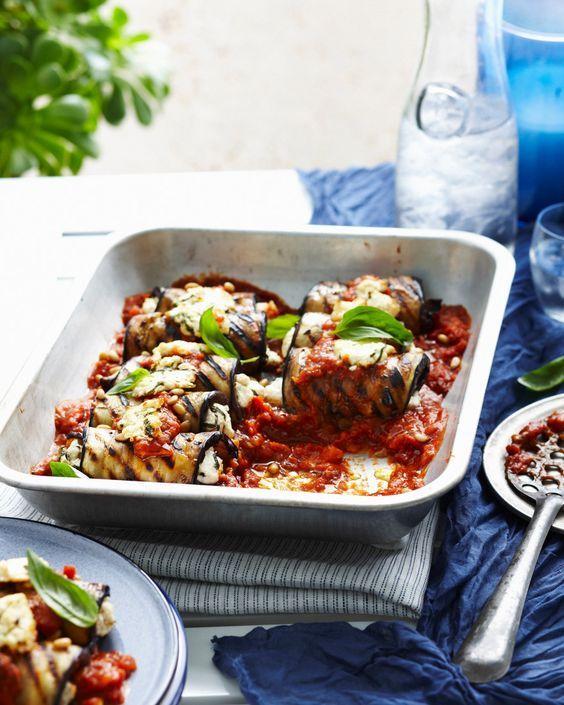 auberginen-ricotta-röllchen mit tomatensauce | rezept | fooooood